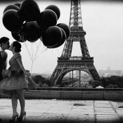 kissing-in-paris