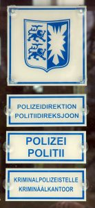 bilingual_signs_german-frisian_police_station_husum_germany_0892